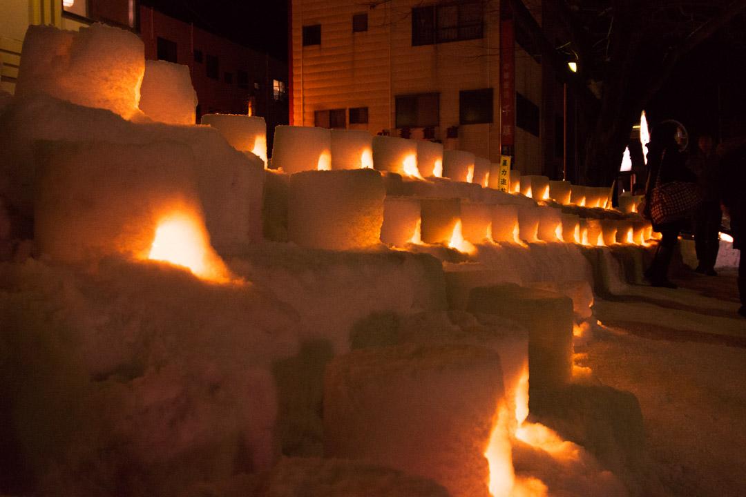 幻想的な雪まつり「かまくら」と商屋の町なみ「増田町」